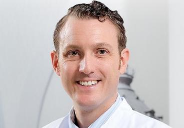 Alles, was Sie über Brust-OPs mit Implantaten wissen müssen! Spezialist Dr. med. Hrabowski klärt auf – Teil I.